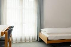 Es besteht die Möglichkeit zwei Zimmer mit einer Verbindungstüre zu verbinden.